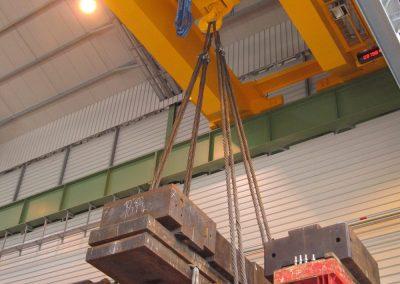 Test de charges sur pont roulant avec masses métalliques